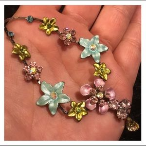 Adorable Rhinestone Floral Necklace
